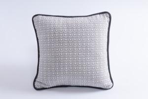 Esclusivo cuscino arredo Claudia Leonida Ardesia | BROCHIER